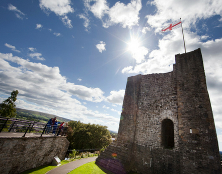 clitheroe castle in the summer